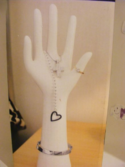 BNIB White Ceramic Hand Jewellery Stand